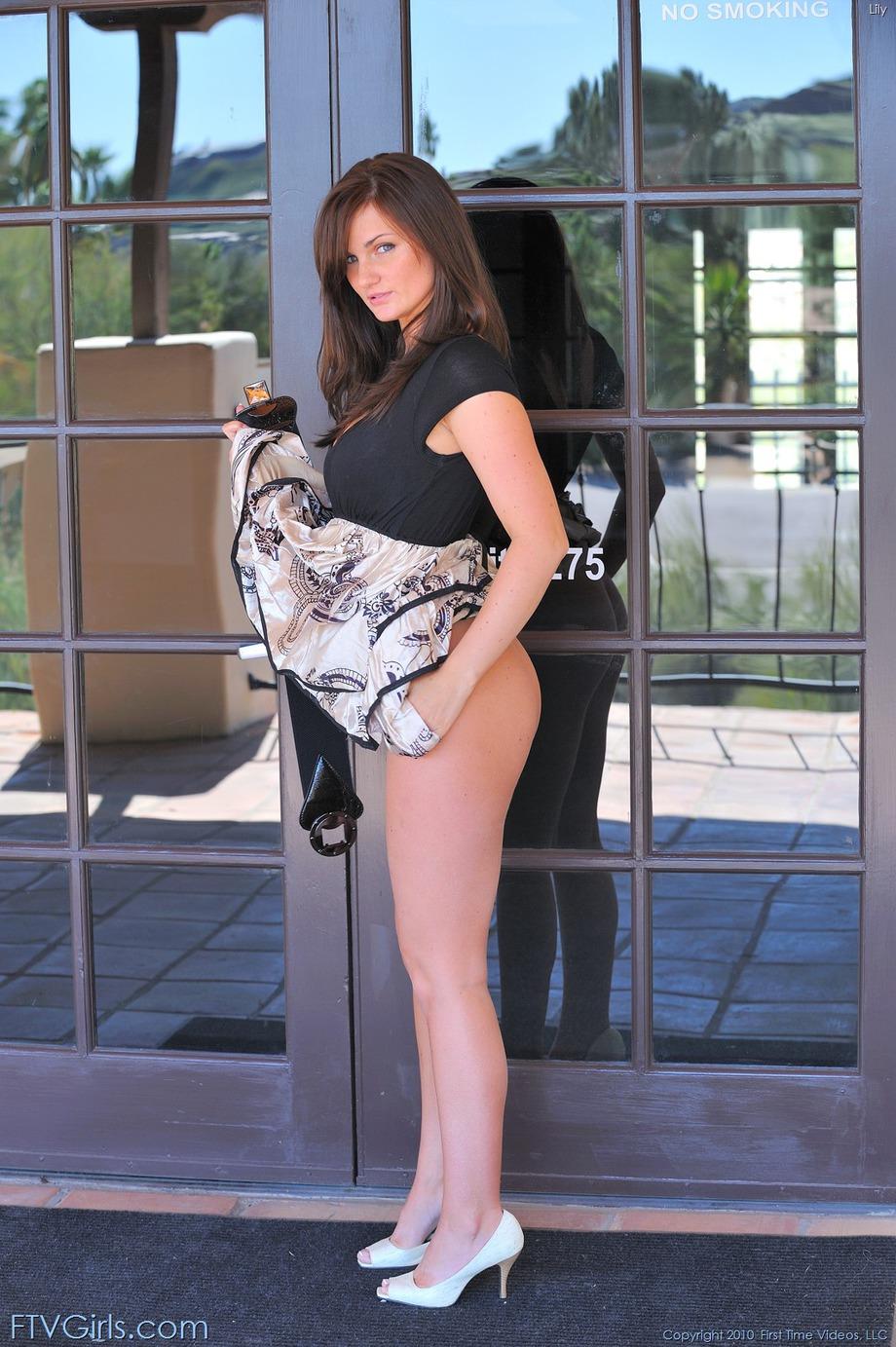 http://content9.novoglam.com/ftvgirls.com/6701/18.jpg