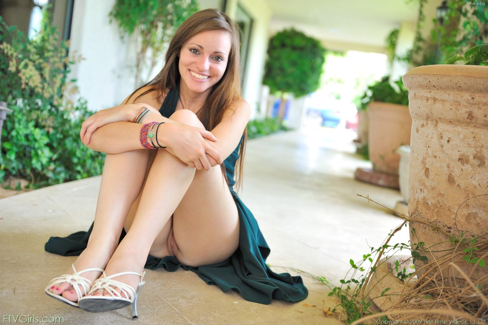 http://content9.novoglam.com/ftvgirls.com/6716/15.jpg