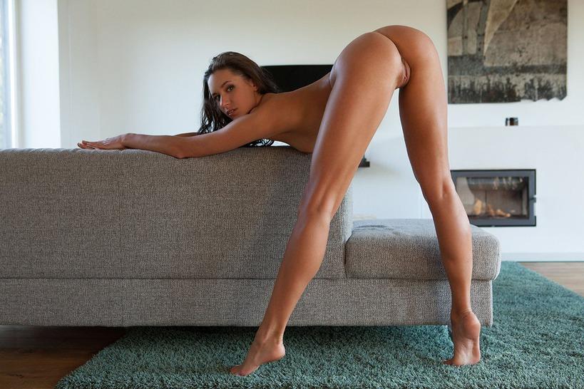 фото девушек с раздвинутыми ножками раком стоят - 14