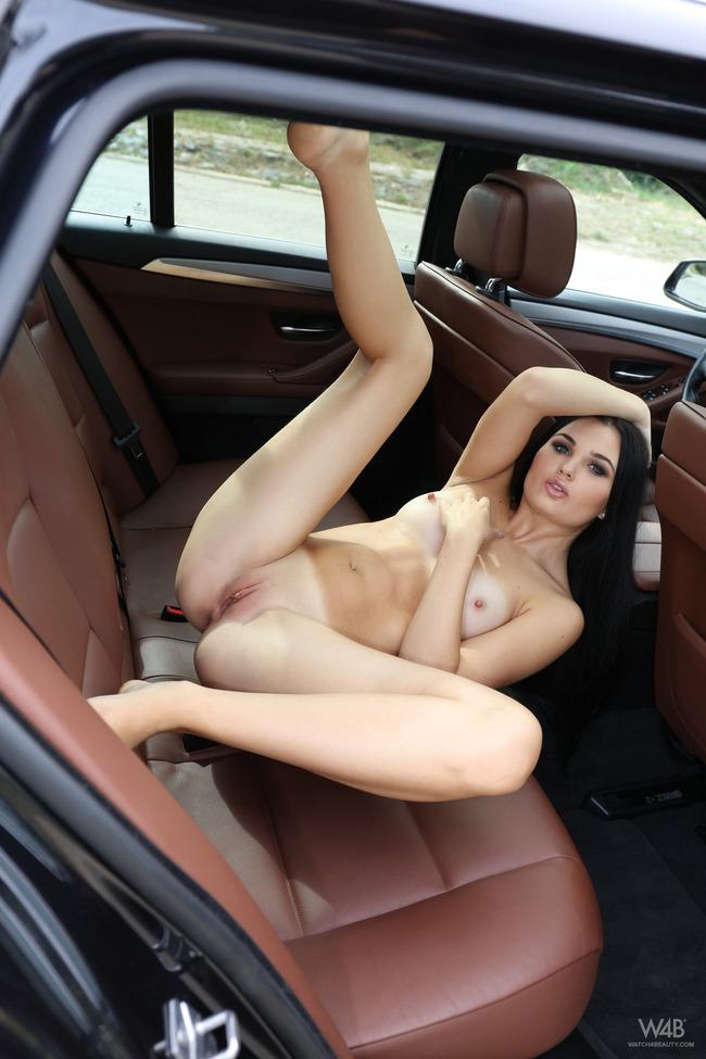 сучка в машине с алтуда - 1
